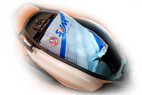 Spacious under seat storage box to store your valuable things while commuting around the city.